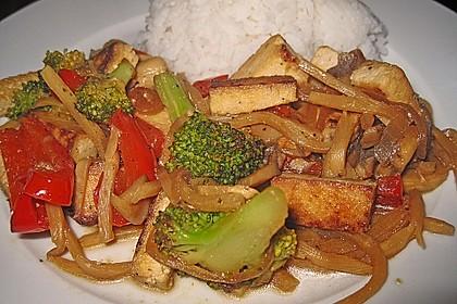 Chinesisches Gemüse mit Tofu und Reis