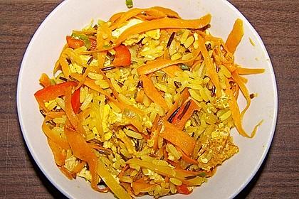 Asiastyle-Pfanne mit Reis, Gemüse, Ingwer und Leinsamen