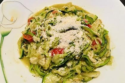 """Zucchini-Nudeln """"aglio e olio"""" (Bild)"""