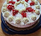 Bunte Beeren-Dickmilch-Torte (Bild)