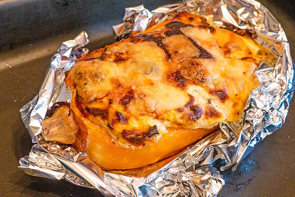 Gefüllter Butternut-Kürbis mit Kräuterkäse aus dem Ofen von ...