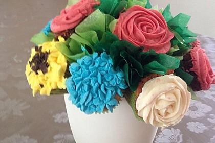 Cupcakes mit Beerenfrosting und Frischkäsekern 2