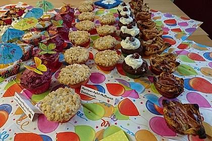 Cupcakes mit Beerenfrosting und Frischkäsekern 40