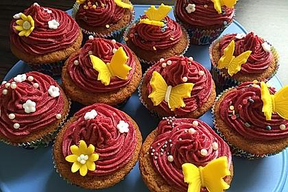 Cupcakes mit Beerenfrosting und Frischkäsekern 4