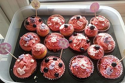Cupcakes mit Beerenfrosting und Frischkäsekern 14