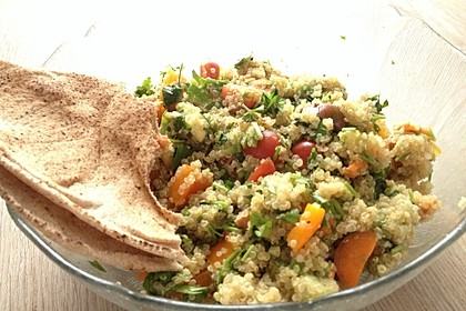 Quinoa Powersalat mit Tomaten und Avocado 35