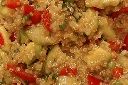 Quinoa Powersalat mit Tomaten und Avocado 37
