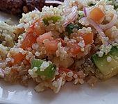 Quinoa Powersalat mit Tomaten und Avocado (Bild)