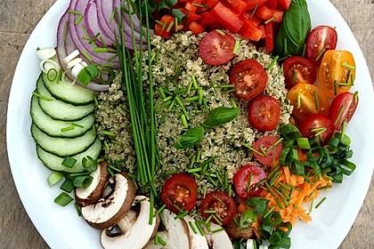 Quinoa Powersalat mit Tomaten und Avocado 3