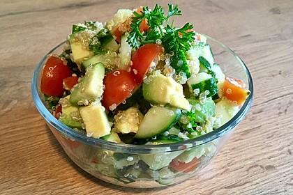 Quinoa Powersalat mit Tomaten und Avocado 11