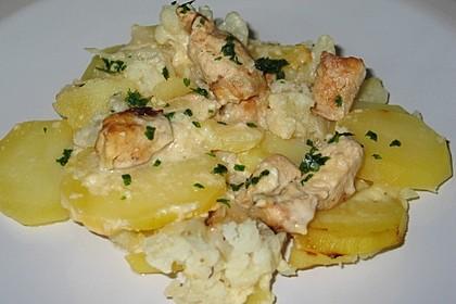 Kartoffelauflauf mit Blumenkohl und Hähnchenfilet in Bechamelsoße