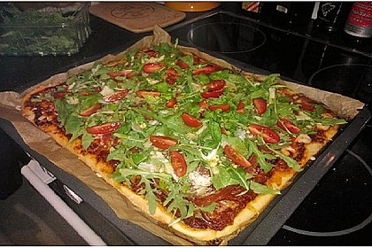 Pizza Rucola mit Knoblauchöl 1