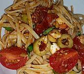 Spaghettisalat mit Pesto und Mozzarella (Bild)
