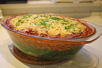 Vegetarischer Gemüseauflauf mit Spinat, Kartoffeln, Tomaten, Pilzen und Auberginen 1