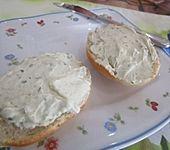 Käse-Knoblauch-Kräuter Aufstrich (Bild)