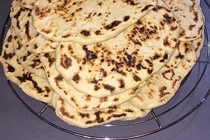Veganes Naan-Brot mit Knoblauch und Koriander 5