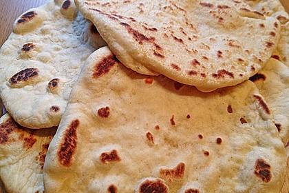 Veganes Naan-Brot mit Knoblauch und Koriander