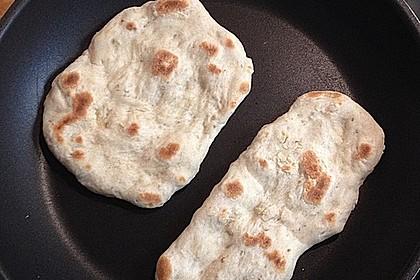 Veganes Naan-Brot mit Knoblauch und Koriander 7