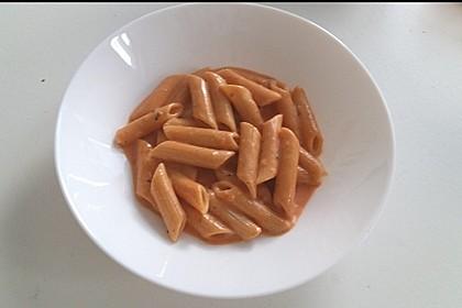 Sahnige Tomatensauce mit Nudeln für den schnellen Hunger 11