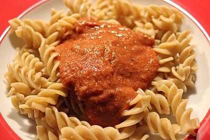Sahnige Tomatensauce mit Nudeln für den schnellen Hunger 3