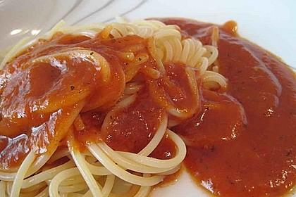 Sahnige Tomatensauce mit Nudeln für den schnellen Hunger 7