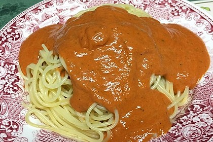 Sahnige Tomatensauce mit Nudeln für den schnellen Hunger 6