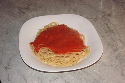 Sahnige Tomatensauce mit Nudeln für den schnellen Hunger 13