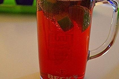 Biercocktail mit Ginger Ale und Grenadine 2