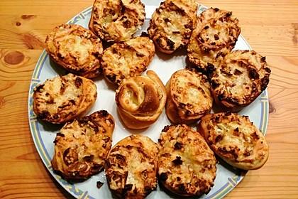 Zwiebel-Schnecken aus Pizzateig (Bild)