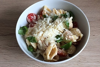 Muschelnudeln mit Tomaten und Ricotta