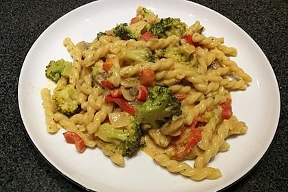 Vollkornnudeln mit Paprika-Pilz-Sauce