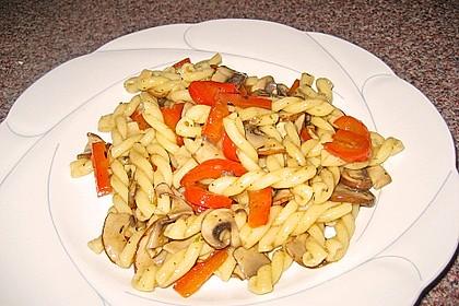 Vollkornnudeln mit Paprika-Pilz-Sauce 3