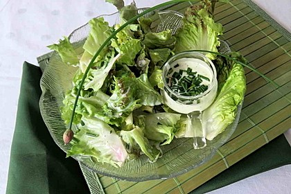 Blattsalat mit Dressing