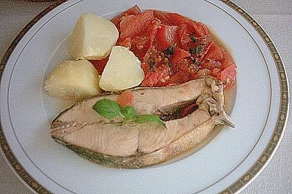Lachssteak mit geschmorten Tomaten