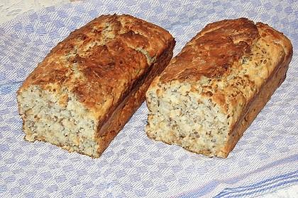 Das schnelle Buttermilch - Zwiebelbrot mit 8 Kräuter - Frischkäse