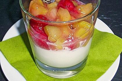 Cremiges Quark-Sahne Dessert mit Beeren oder Rhabarberkompott