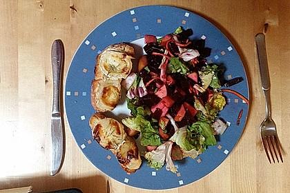 Rote Bete-Apfelsalat mit Ziegenkäse-Crostini 15