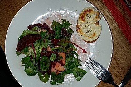 Rote Bete-Apfelsalat mit Ziegenkäse-Crostini 31