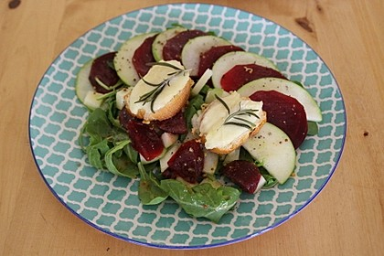 Rote Bete-Apfelsalat mit Ziegenkäse-Crostini 9