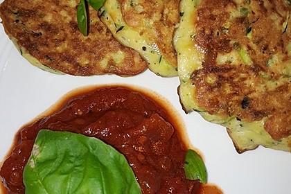 Zucchini-Ricotta-Puffer mit buntem Tomatensalat 12