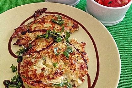 Zucchini-Ricotta-Puffer mit buntem Tomatensalat 14
