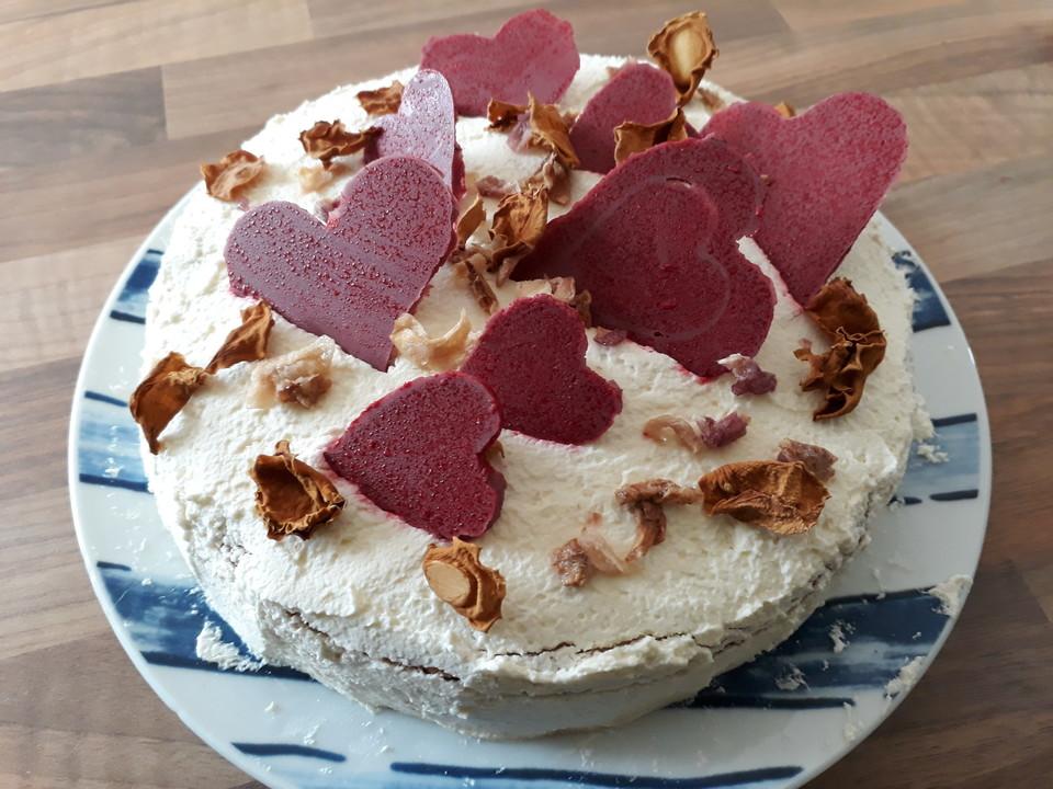 Hochzeitstorte Biskuit Buttercreme Torte Von Lebourg Chefkoch De