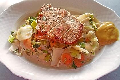 Gemüsetopf, mit Petersilie und Schmand verfeinert