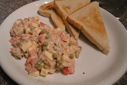 Der unglaublich einfache und frische Thunfischsalat mit Tomaten, Gurken und Mayonnaise 1
