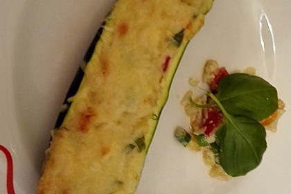 Vegetarische gefüllte Zucchini auf griechische Art 20