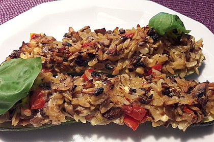 Vegetarische gefüllte Zucchini auf griechische Art 3