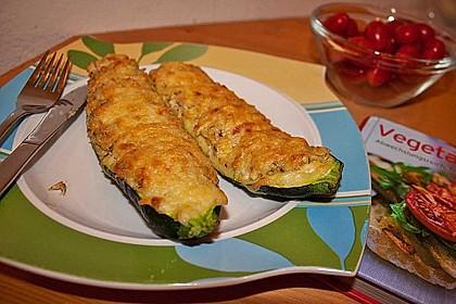 Vegetarische gefüllte Zucchini auf griechische Art 5