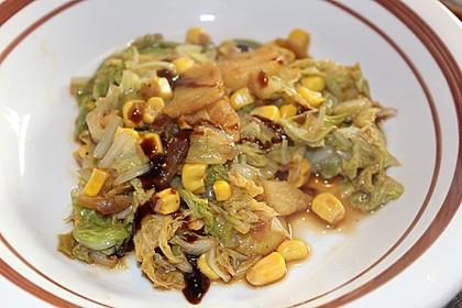 Vegetarische Chinakohl-Kartoffelpfanne (Bild)
