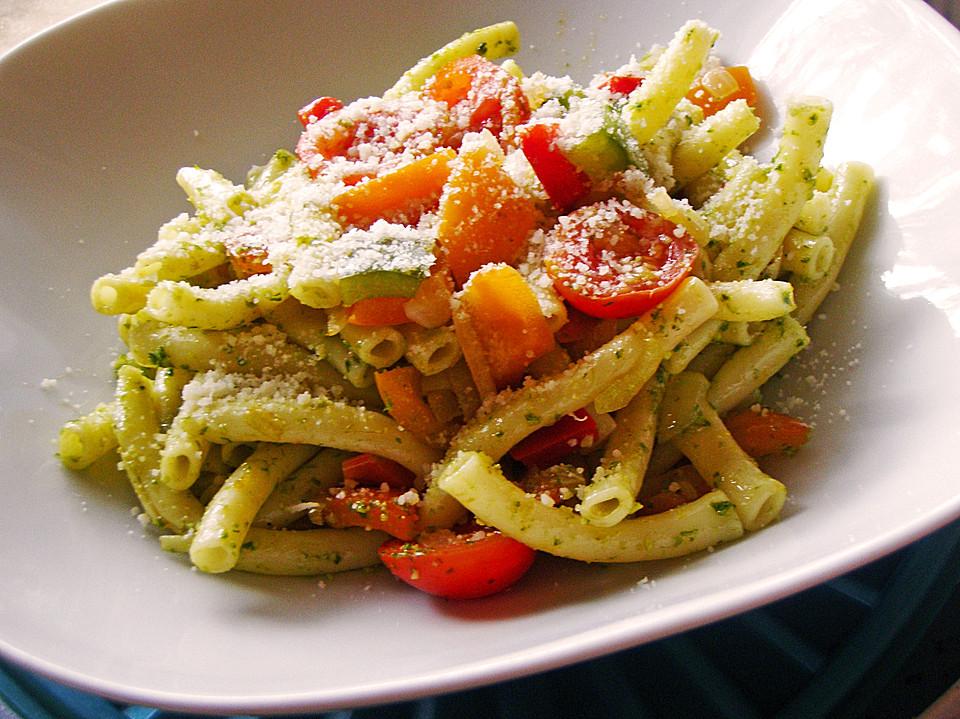 Pasta Mit Paprika Tomaten Und Grünem Pesto Von Carot88 Chefkoch