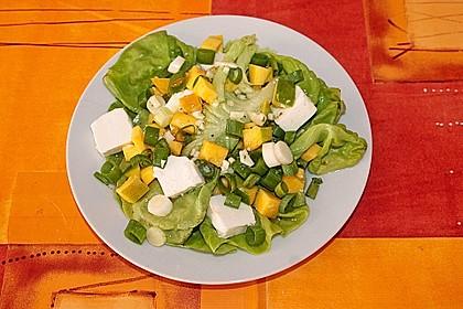 Blattsalat mit Mango und Feta 4